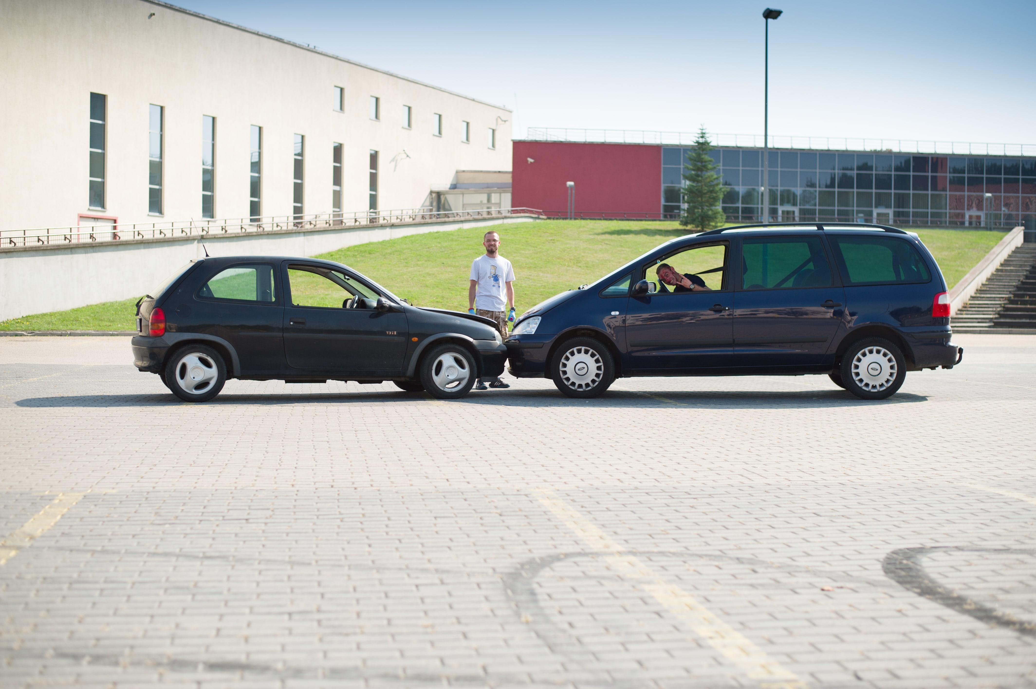 komunikacja, wypadek samochodowy, apteczka samochodowa, współpraca w grupie class=