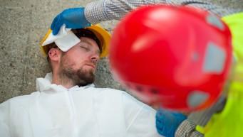apteczka w pracy, BHP w pracy, pierwsza pomoc dla pracowników, zespół