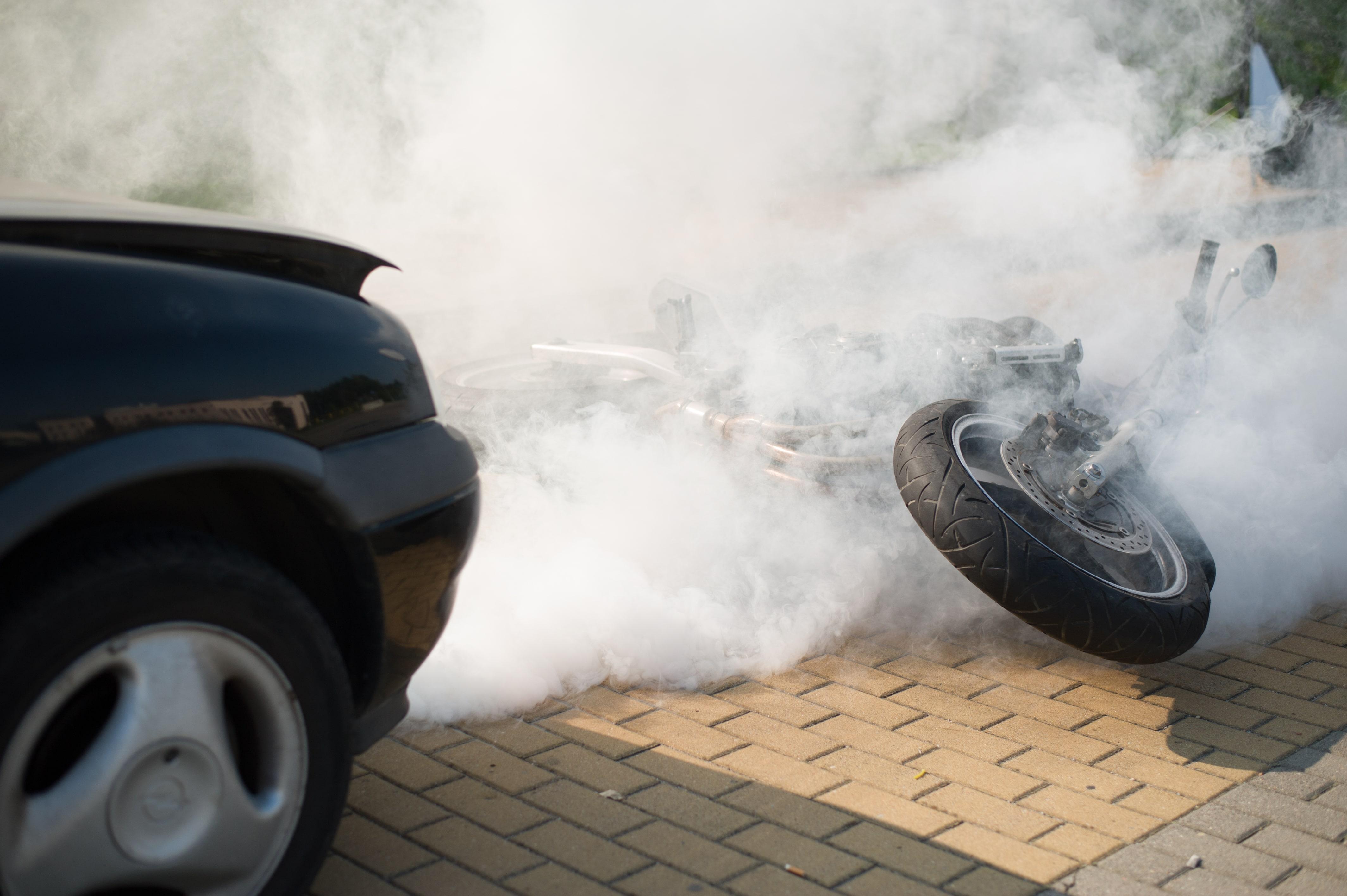 pierwsza pomoc wypadek komunikacyjny, pożar samochodu, wypadek motocyklowy class=
