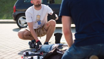 pierwsza pomoc na drodze, wypadek komunikacyjny, komunikacja w zespole