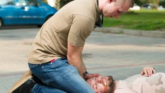 pierwsza pomoc atak epilepsji, nieprzytomny, dusi się, realna pomoc