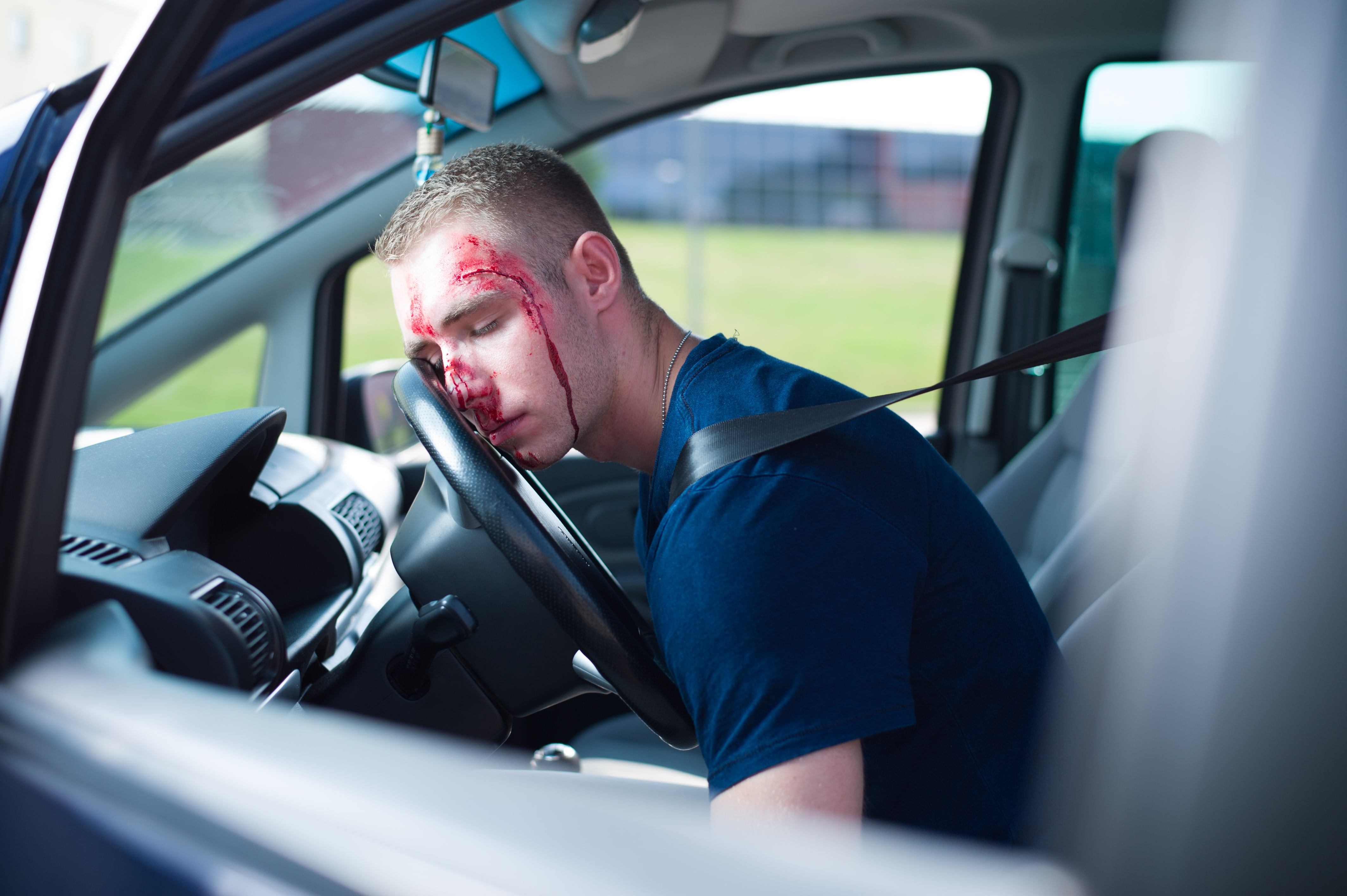 pierwsza pomoc na drodze, wypadek samochodowy, nieprzytomny kierowca class=