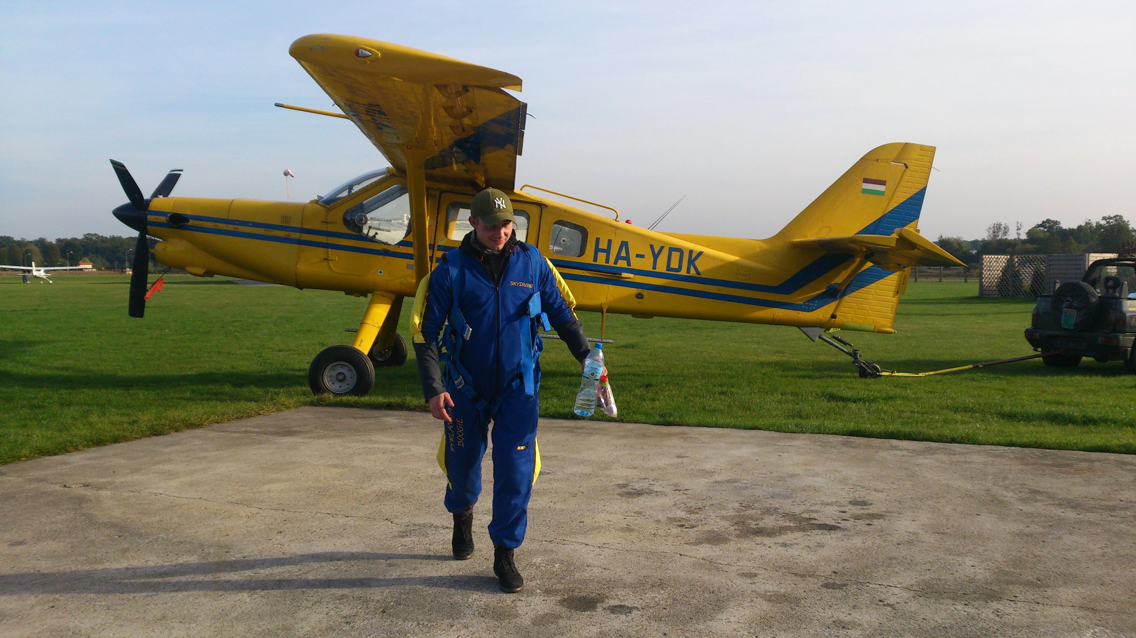 pierwsza pomoc Pyrlandia Boogie, żółty ptak, skoki spadochronowe, skydive class=
