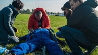 wypadek skoczka spadochronowego, pierwsza pomoc przy urazach