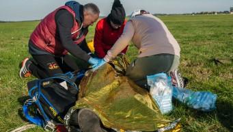 wypadek spadochronowy, pierwsza pomoc przy upadku, praca w grupie