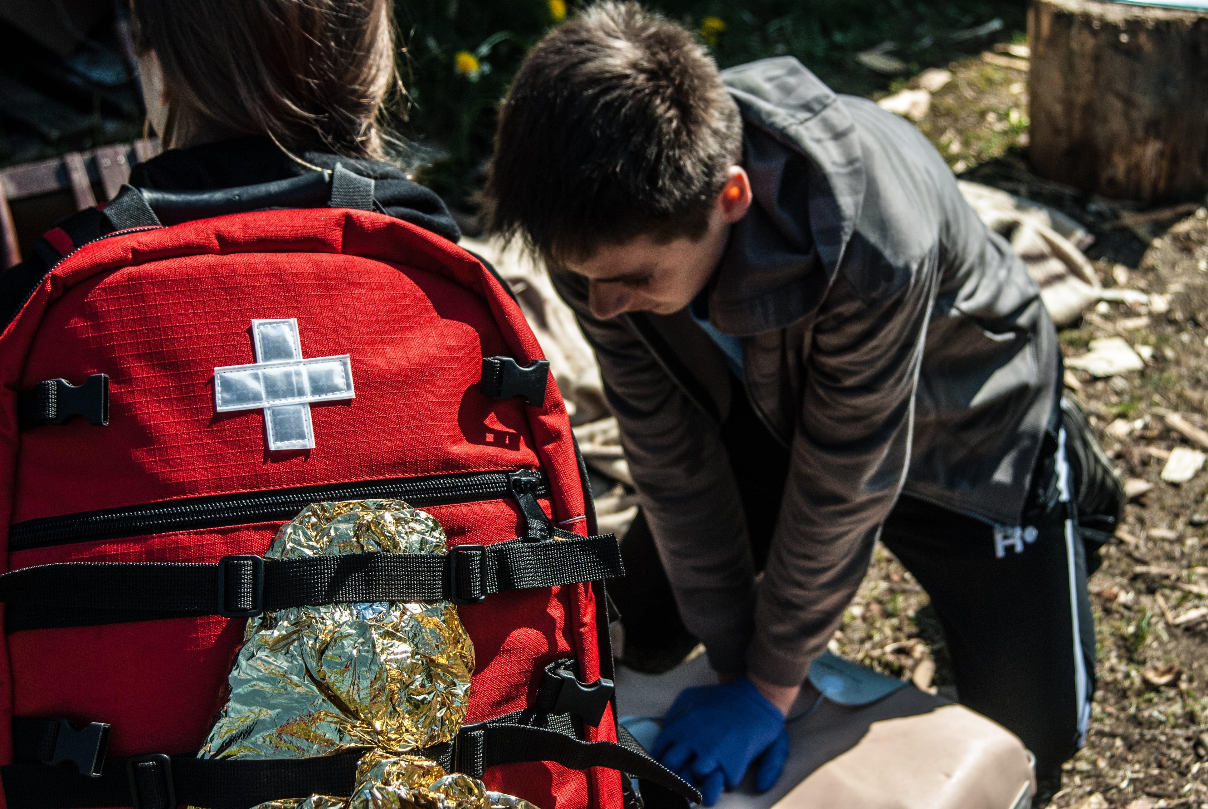 apteczka pierwszej pomocy, plecak medyczny, dzieci pierwsza pomoc class=