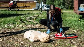 pierwsza pomoc nieprzytomny, nie oddycha, BLS+AED, masaż serca, 30:2