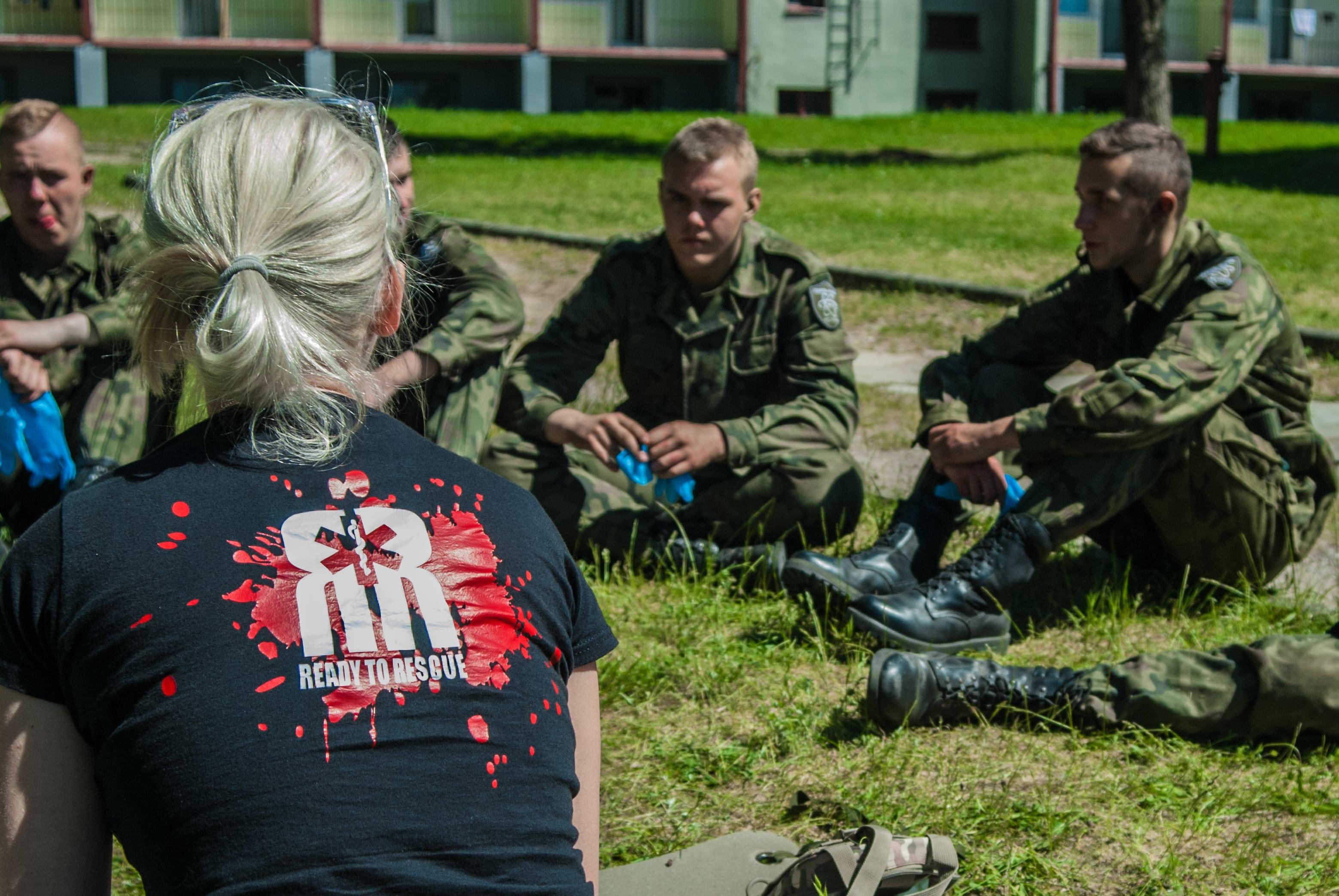 pierwsza pomoc dla klas mundurowych, szkolenie pierwszej pomocy, Anna Madej class=