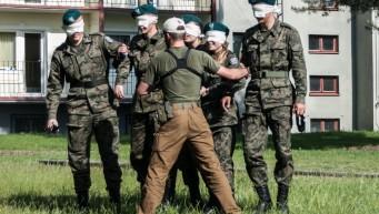 pierwsza pomoc dla klas mundurowych, kurs pierwszej pomocy, praca w grupie