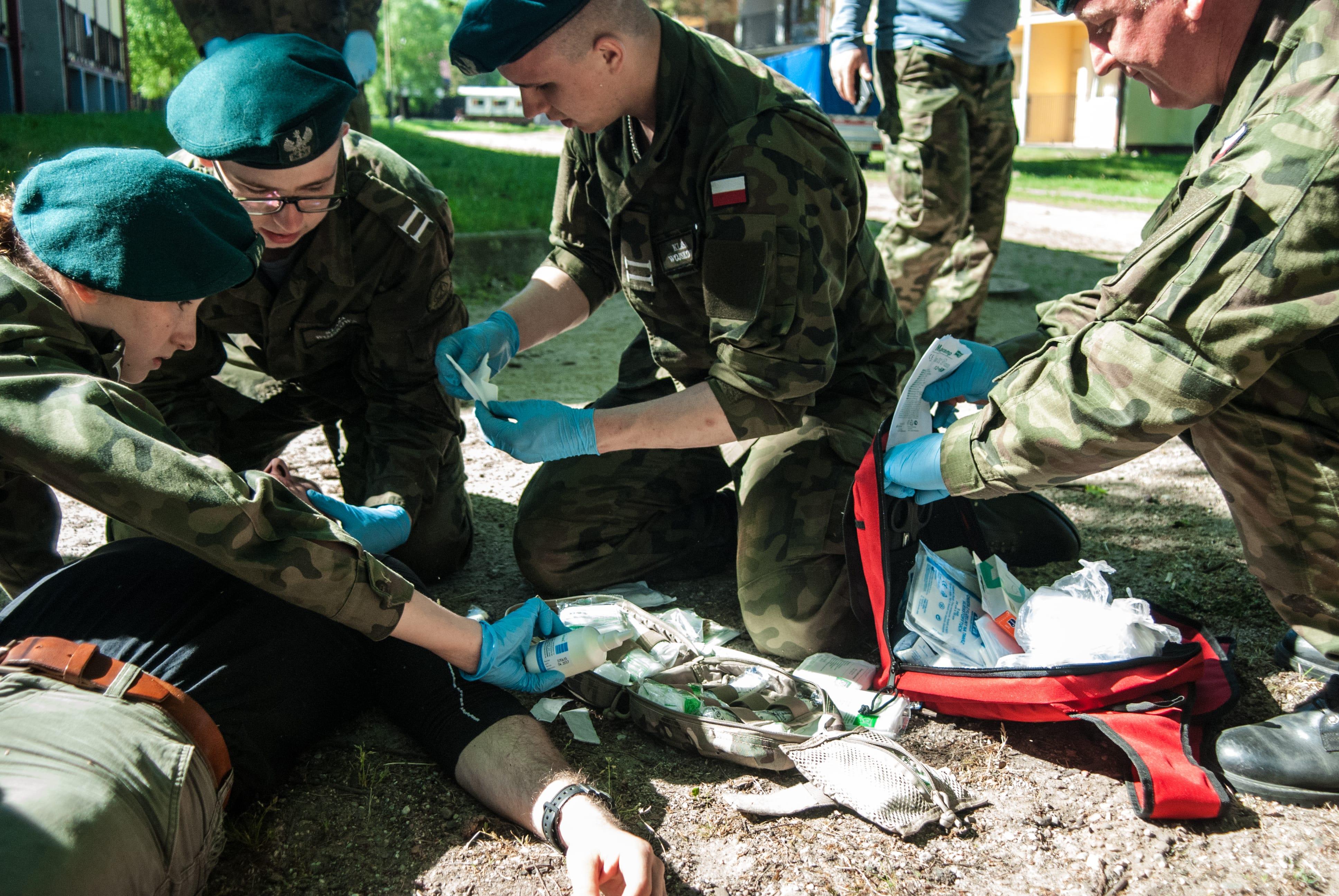 klasy mundurowe szkolenie z pierwszej pomocy, wypadek samochodowy, uraz