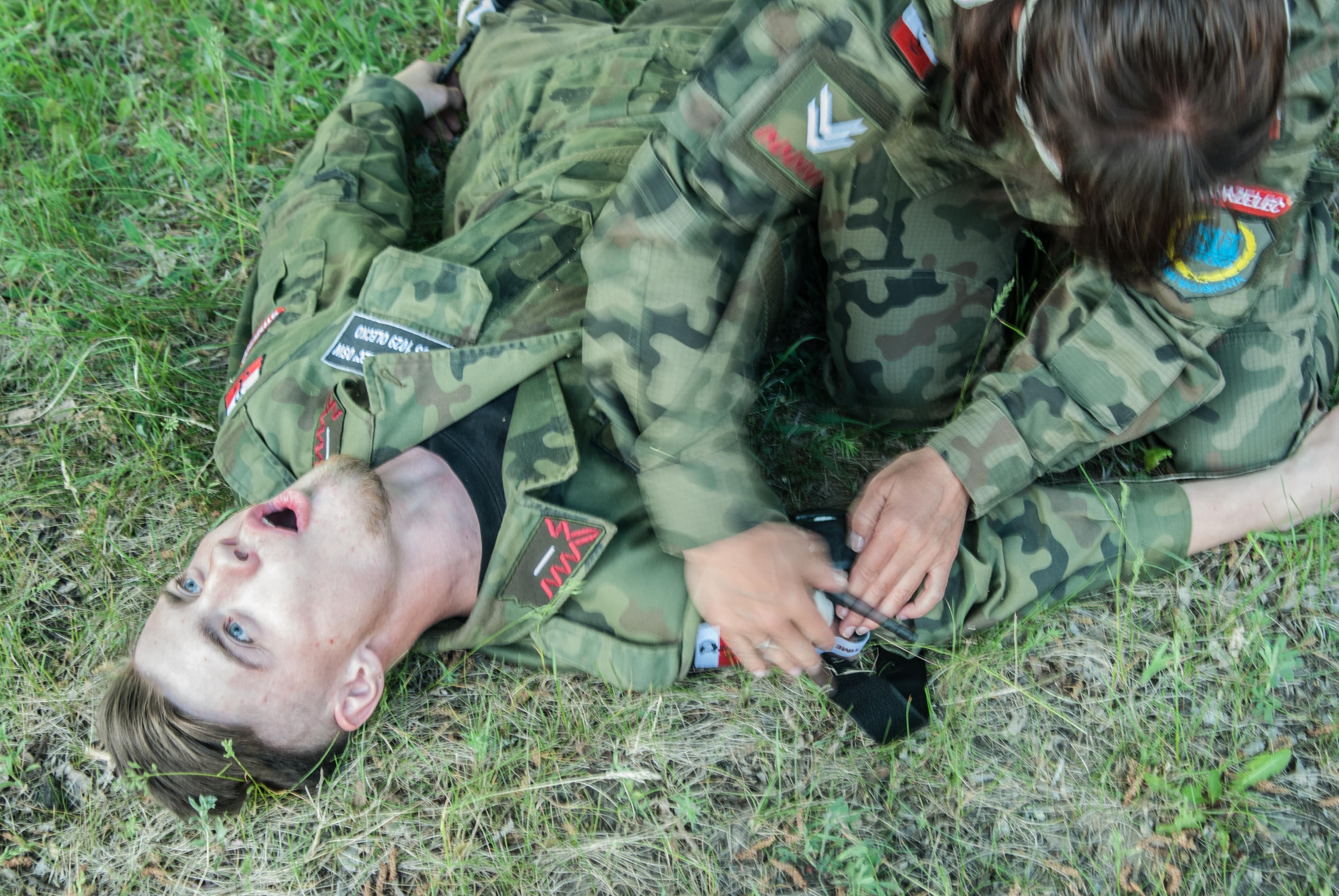 staza taktyczna, C.A.T. CAT, krwotok tętniczy, taktyczna pierwsza pomoc class=