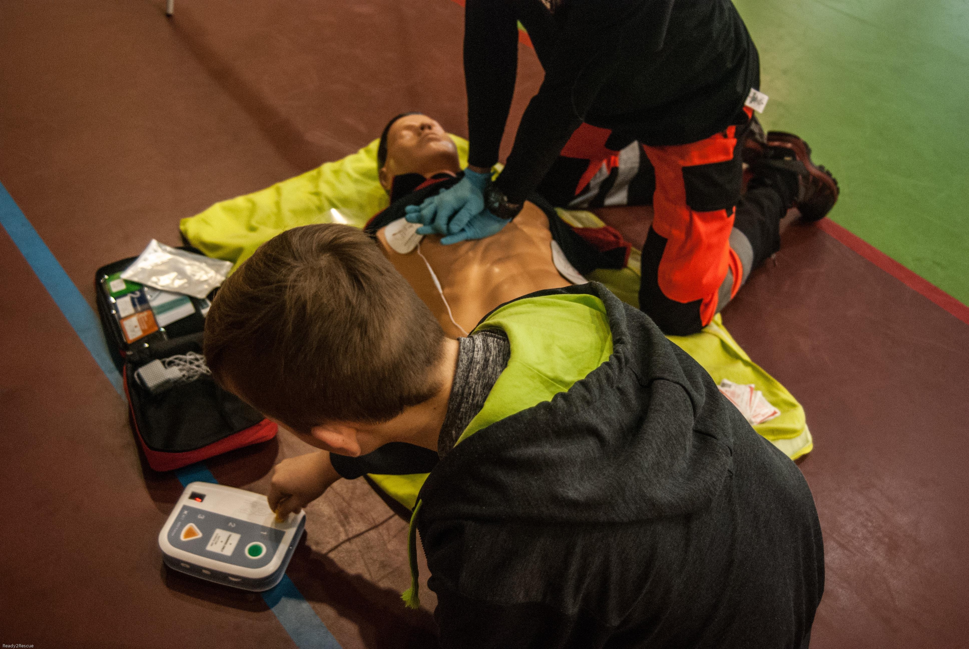 pierwsza pomoc nie oddycha, BLS+AED